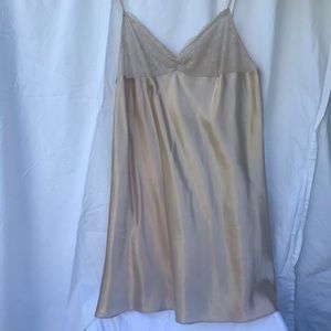 Champagne Short Nightgown , Sz 18.         7-66MIS